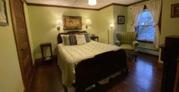 Valerie Queens Room | Follansbee Inn, Kazer Lake, NH
