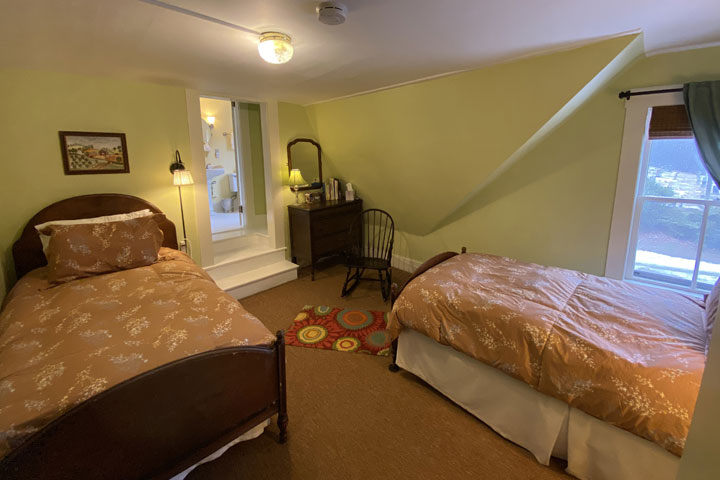 Family Bed 11 | Follansbee Inn, Lake Sunapee, NH