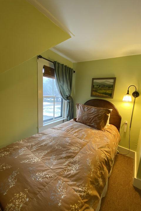 Family Bed 16 | Follansbee Inn, Lake Sunapee, NH