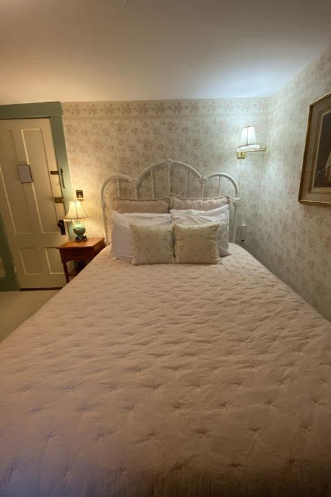 Janet Bed 2 | Follansbee Inn, Lake Sunapee, NH