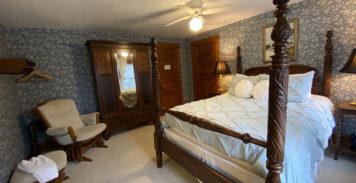 Mary Alane Queens Room | Follansbee Inn, Kazer Lake, NH