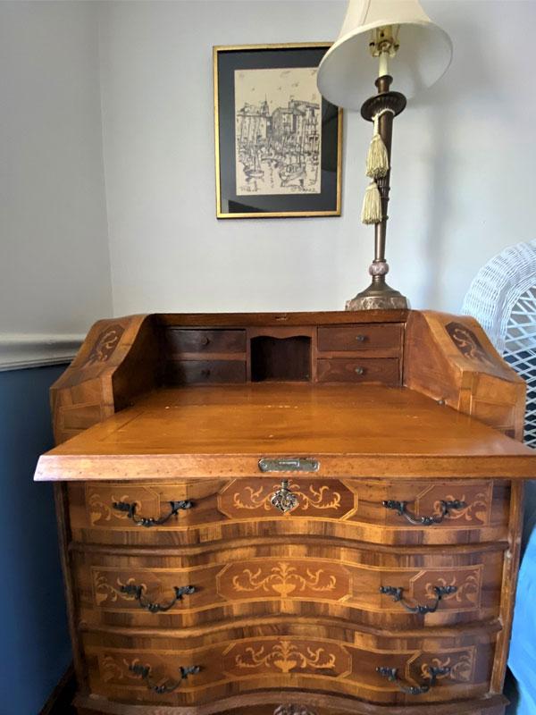 Desk Lamp Image | Follansbee Inn