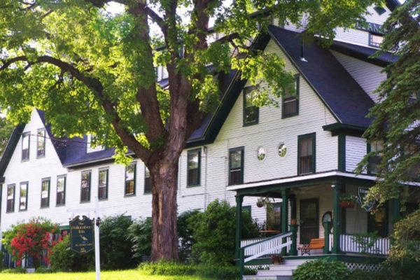 New Hampshire Romantic Getaways: Follansbee Inn, Kezar Lake, North Sutton, NH B&B