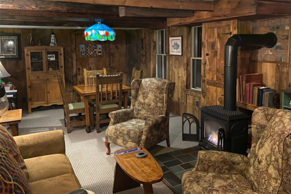 Single Excursions / Solo Travel in New Hampshire: Follansbee Inn, Kezar Lake, North Sutton, NH B&B